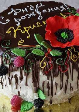 Бисквитный торт со взбитыми сливками и вишней