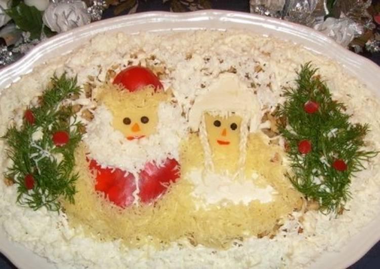 Салат новогодний с курицей и бананом «Под ёлочками»