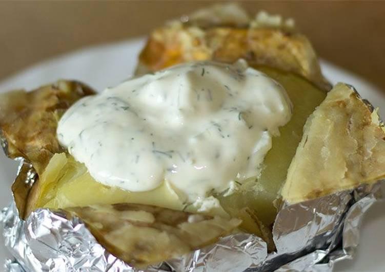 Картофель в фольге со сметанным соусом - язык откусишь