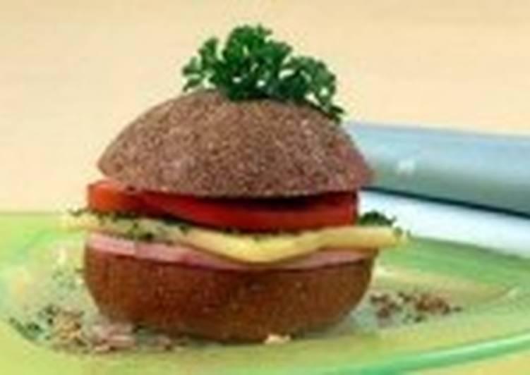 Гамбургеры с сыром и помидорами