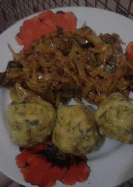 Галушки с тушеной капустой с грибами