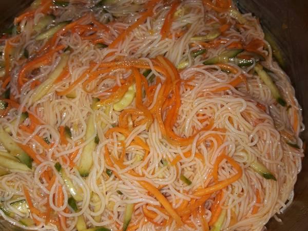 Салат с фунчозой Тибет