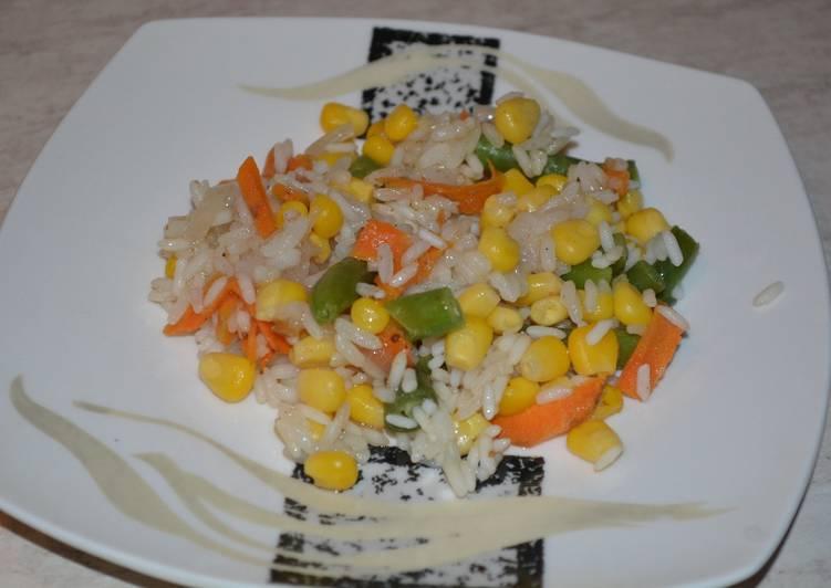 Рис с овощами и кусочками курицы, полезно и вкусно