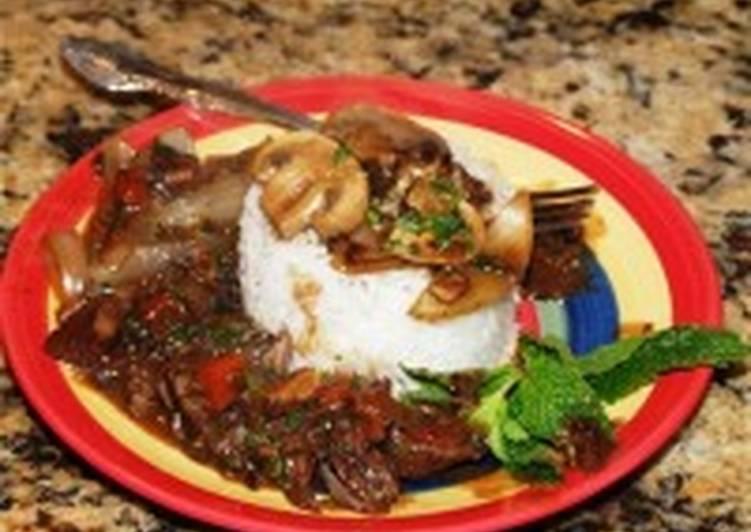 Индейка отварная под белым соусом с рисом