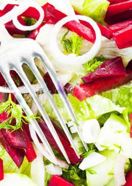 Свекольный салат с финиками и орехами