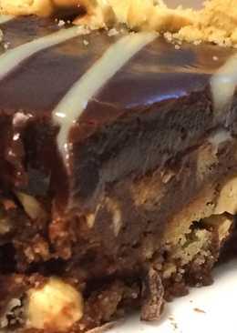 Шоколадный торт без выпечки из печенья и фундука