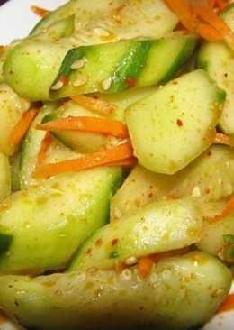Салат, маринованный на зиму, по-корейски с огурцами и морковью