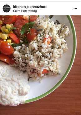 Дикий рис с диетической котлеткой и салатом