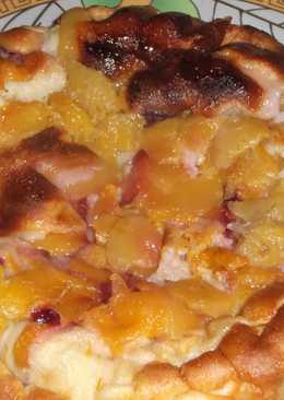Быстрый ленивый пирог с манго и сливой