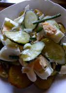 Салат из печеного картофеля с малосольными огурцами