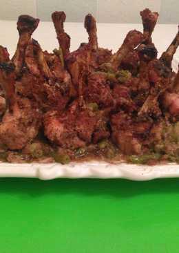 Плечо курицы, запеченное на овощной подушке