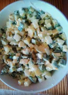 Салат из яиц, огурцов и авокадо