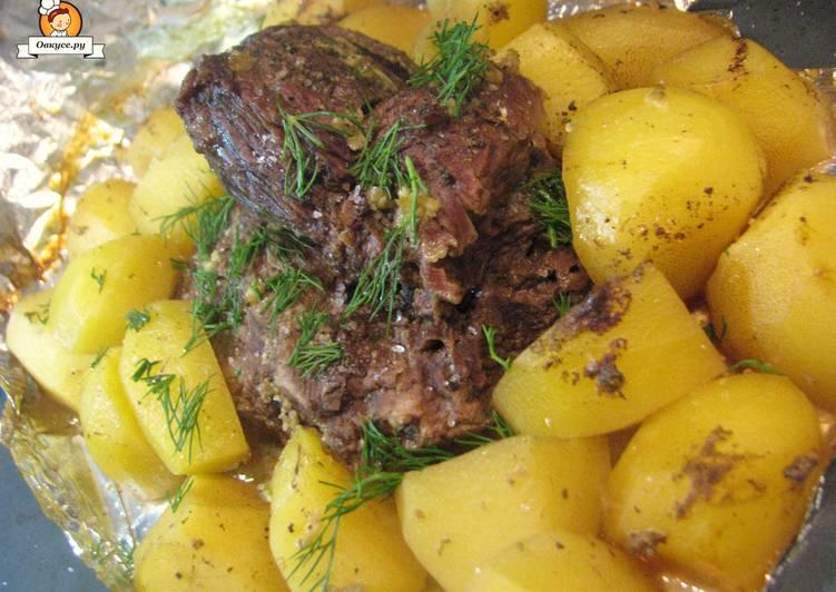 Новогодний рецепт: Сочная свинина с картофелем в фольге