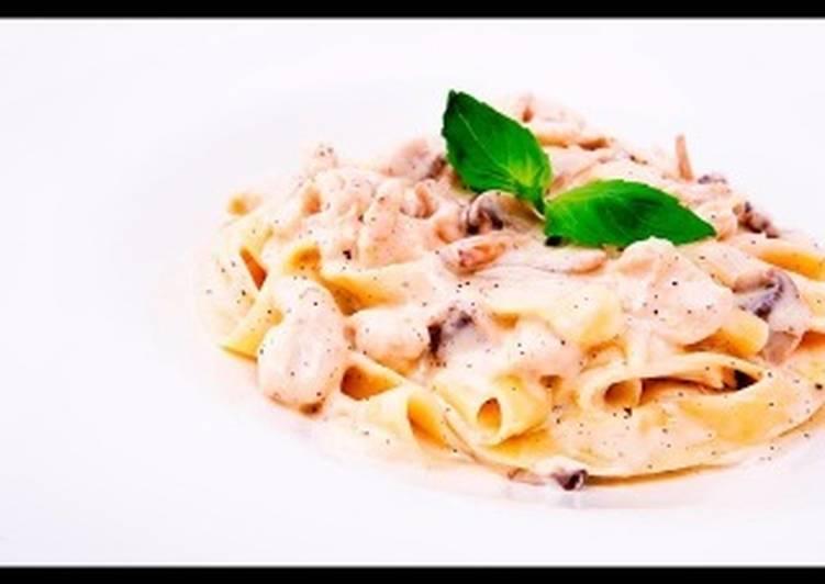 Спагетти с курицей и грибами в сливочном соусе