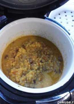 Гороховая каша в мультиварке с мясом, луком и сальцом