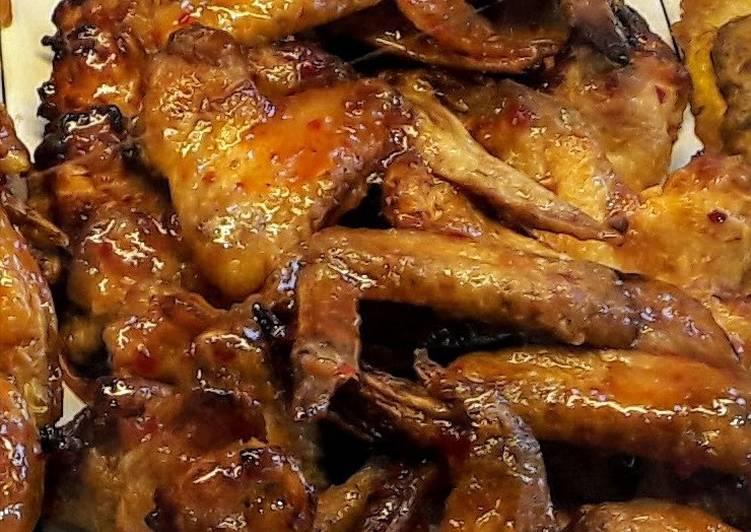 Тушим курицу под соевым соусом в духовке.