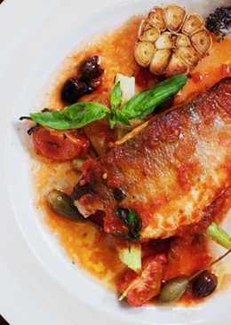 Сибас в томатном соусе с мидиями