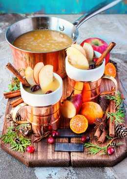 Пряный яблочный сидр с клюквой и мандаринами