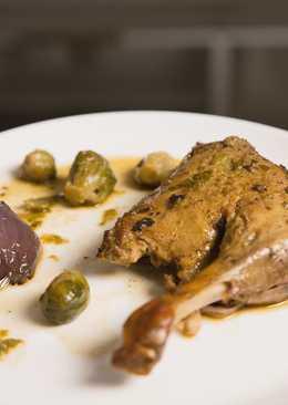 Ароматная утка с брюссельской капустой в духовке