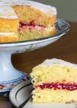"""Традиционно английский бисквит """"королевы Виктории"""" - легкий, воздушный пирог с джемом - идеален к чаю"""