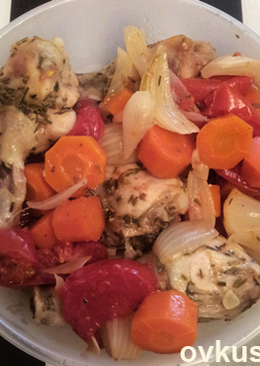Куриные голени с овощами, запеченные в рукаве