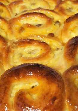 Дрожжевой пирог из булочек с пудингом и изюмом
