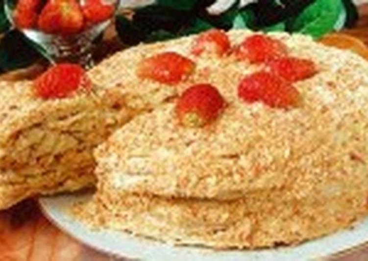 Торт «Наполеон» с клубникой