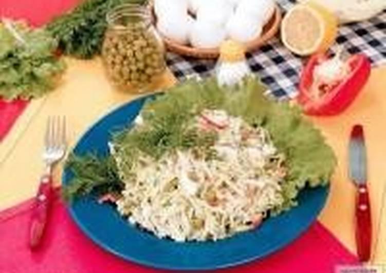 Салат из белокочанной капусты, моркови и яблок