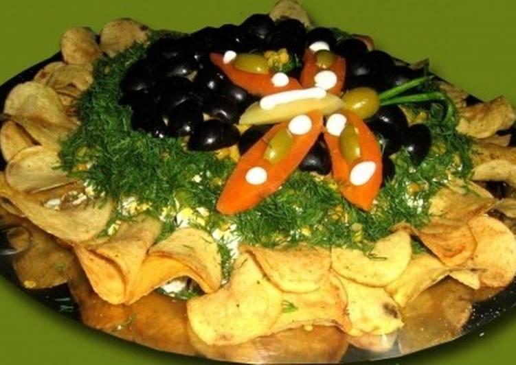 Салат с курицей и грибами «Подсолнух»