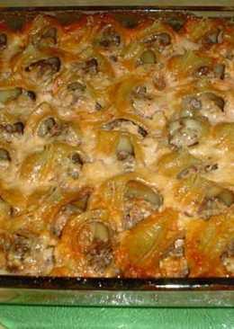 Конкильони фаршированные мясом, под соусом и сыром