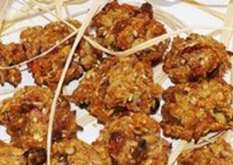 Печенье овсяное «Здрава» с ягодами, орехами и сухофруктами