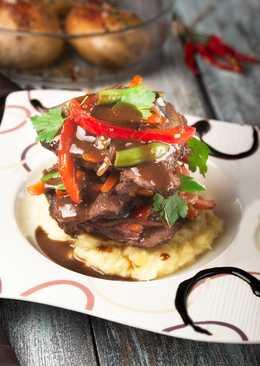 Щёчки говяжьи в винном соусе с овощами.Beef cheeks in wine sauce with vegetables. #кулинарныймарафон