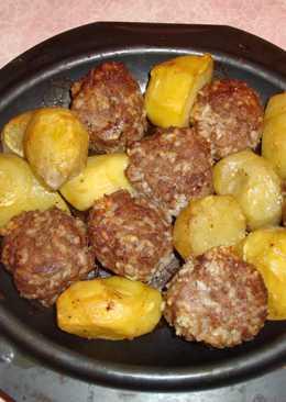 Тефтели с картофелем в духовке