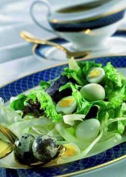 Салат с перепелиными яйцами и заправкой из бальзамического уксуса
