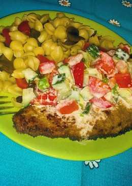 Необычные макароны с грибами и болгарским перчиком, свиной шницель и овощной салатик