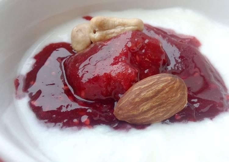 Ванильный йогурт с ягодным желе