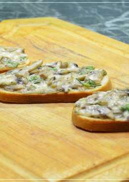 Горячие бутерброды с сыром и грибами в духовке