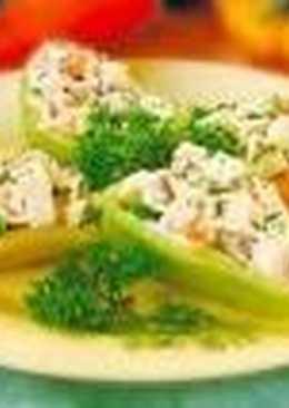 Перец, фаршированный салатом