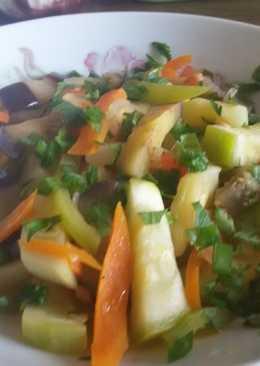 Кабачки, тушенные с морковью, луком, баклажаном и помидорами