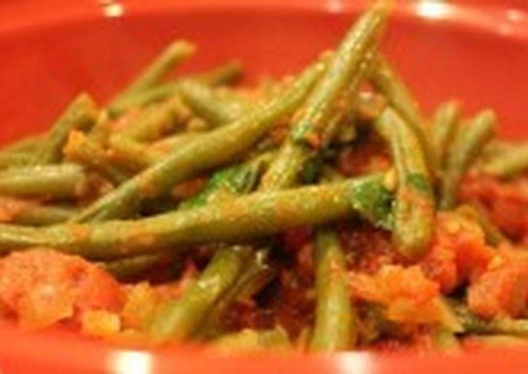 Постный салат со сладким перцем и фасолью