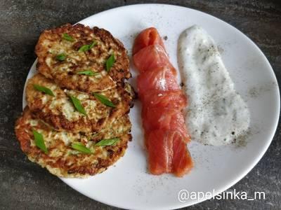Оладьи из кабачков с фетой и соусом из огурца