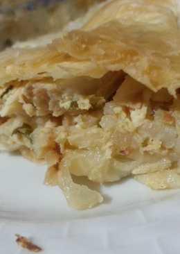 Пирог с курицей, луком и сыром