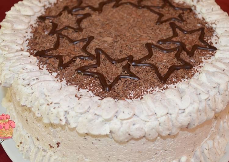 Великолепный бисквитный торт со взбитыми сливками