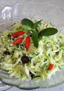 Капустно-огуречный салат с мятой для мяса на гриле