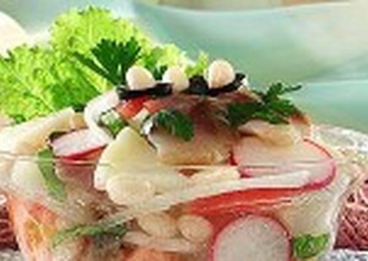 Овощной салат с филе сельди