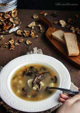 Постный суп из сушёных лесных грибов