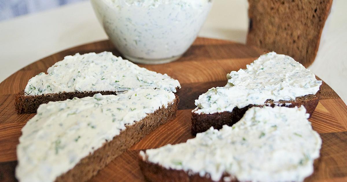 Сырно-чесночная намазка на хлеб