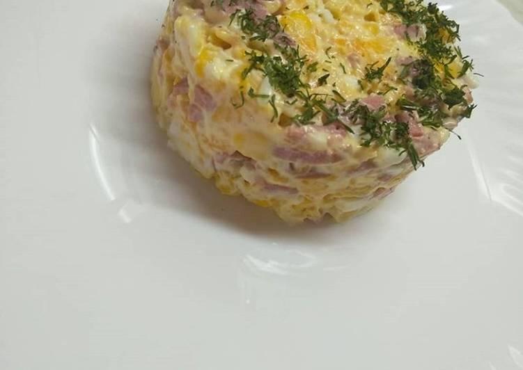 Салат с крабовыми чипсами рецепт и колбасой рецепт