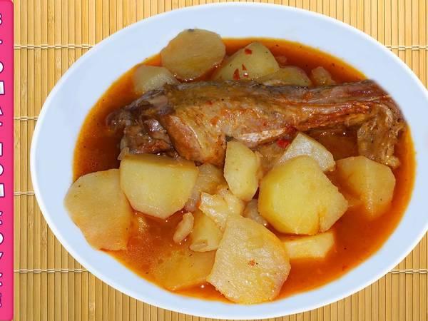 """""""Красная картошка"""" или тушёный картофель с мясом в томатном соусе"""