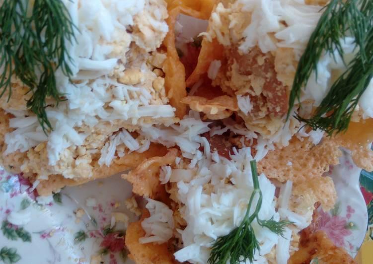 Нежный салатик с креветками в сырных корзиночках
